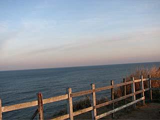 太東崎灯台から太平洋を眺める