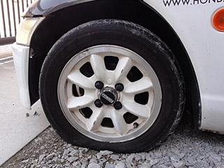 ビートのタイヤがパンク