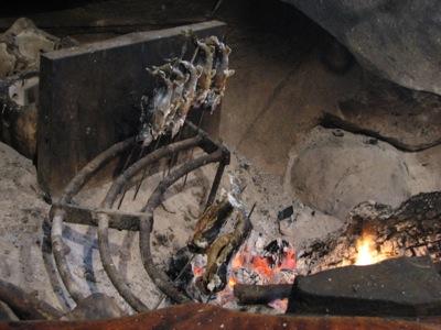 魚籠屋/びくやのイワナの塩焼き